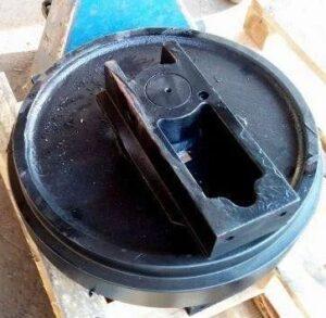 EC140BLC Направляющее колесо (ленивец)